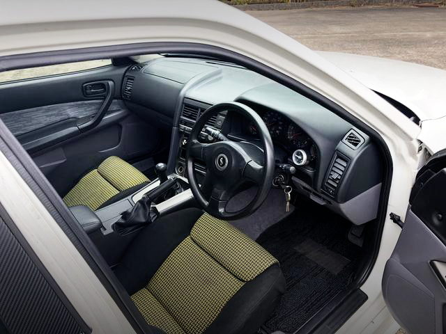 INTERIOR ENR34 SKYLINE 4-DOOR