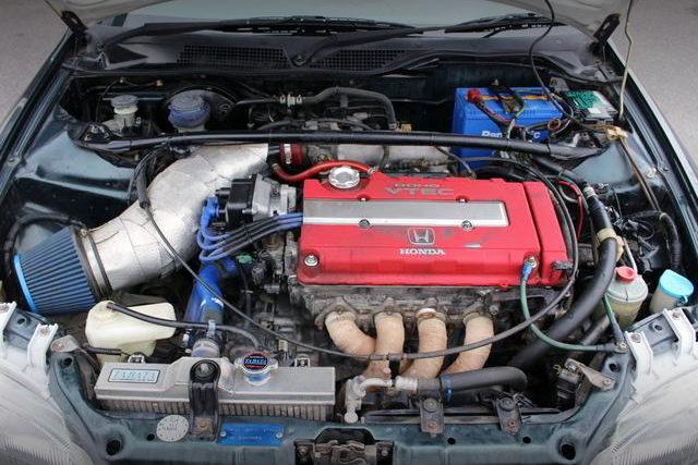 EXHAUST MANIFOLD ON B16B VTEC ENGINE