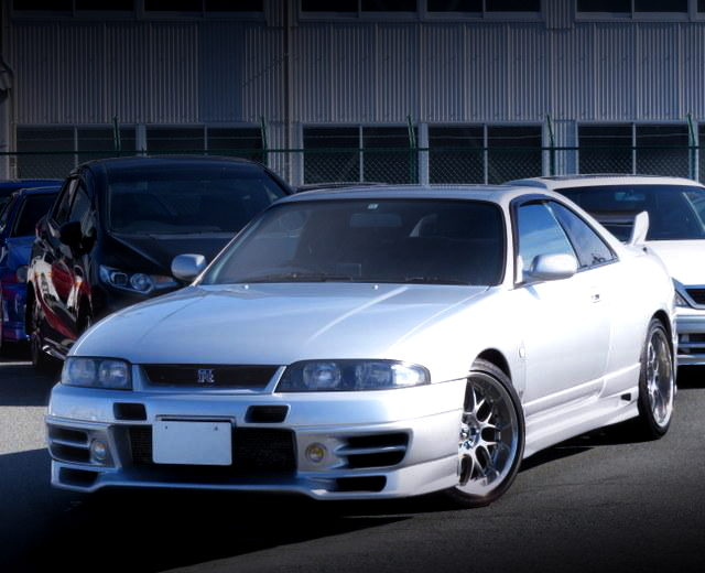 FRONT EXTERIOR R33 SKYLINE GTR SILVER