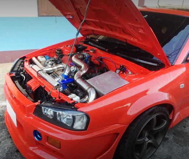 HOOD OPEN R34 GT-R REPLICA