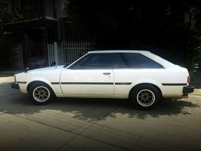 LEFT SIDE EXTERIOR TE71 COROLLA LIFTBACK
