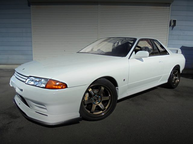 FRONT EXTERIOR R32 SKYLINE GT-R WHITE