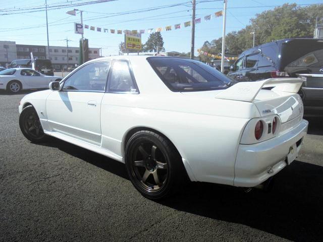 REAR EXTERIOR R32 GT-R WHITE