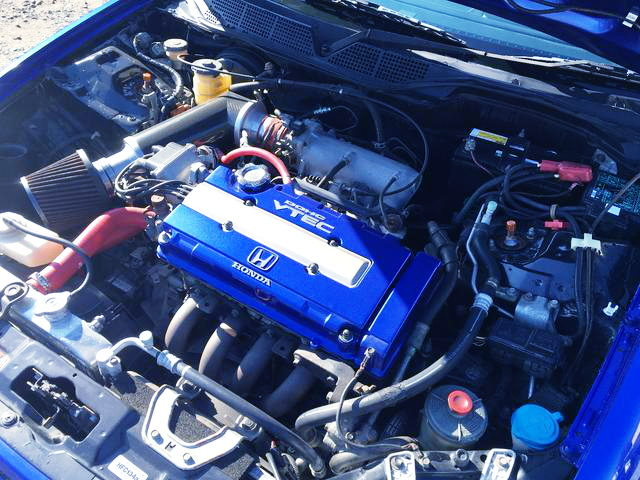 B16B VTEC ENGINE OF BLUE VALVE COVER