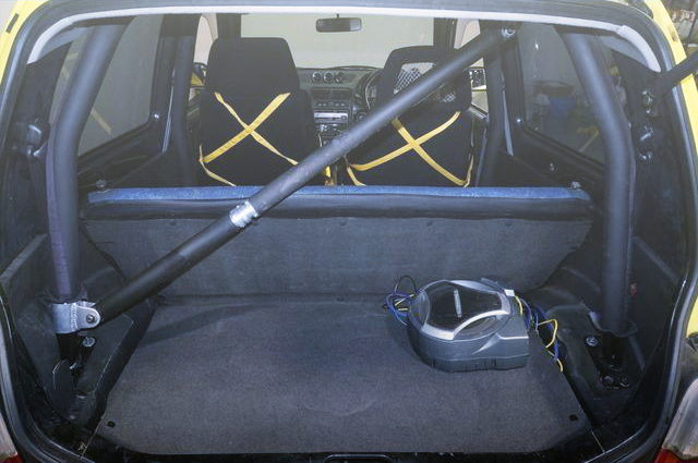 ROLL BAR INTERIOR