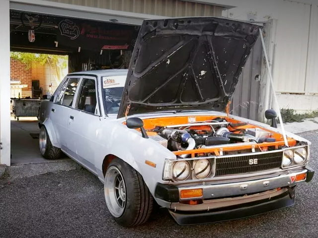 HOOD OPEN KE70 COROLLA 4-DOOR