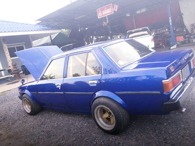 SIDE EXTERIOR KE70 COROLLA SEDAN BLUE
