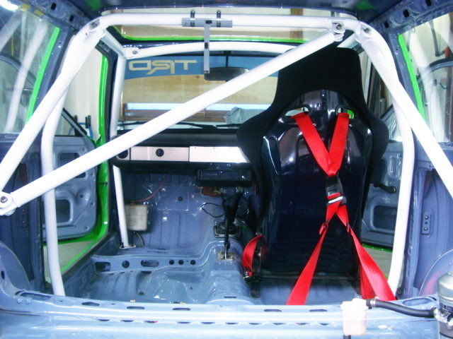 SINGLE SEAT AND ROLL BAR
