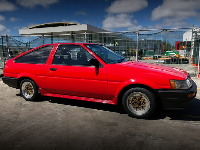 SIDE EXTERIOR AE86 LEVIN RED
