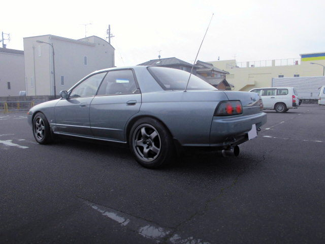 REAR EXTERIOR R32 SKYLINE 4-DOOR