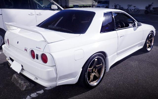 REAR EXTERIOR R32 GTR WHITE