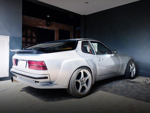 REAR EXTERIOR PORSCHE 924 TURBO