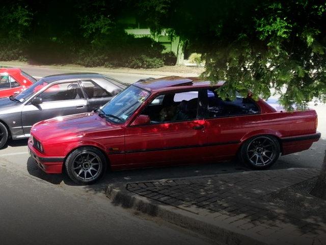 SIDE EXTERIOR E30 BMW 320i