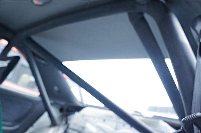 ROLLBAR AT R33 GTR INTERIOR