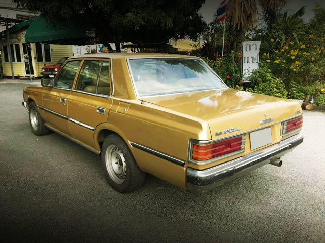 REAR EXTERIOR MS112 CROWN 4DOOR