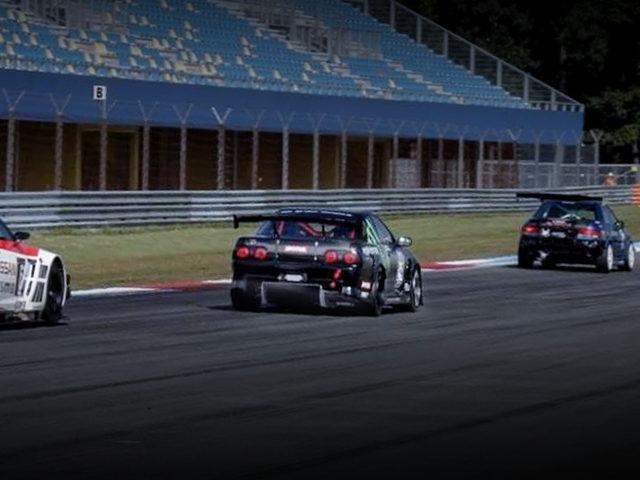 RACE TRACK R32 SKYLINE GT-R