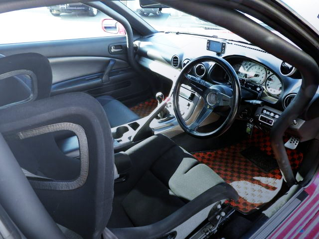 INTERIOR ROLL BAR AND STEERING
