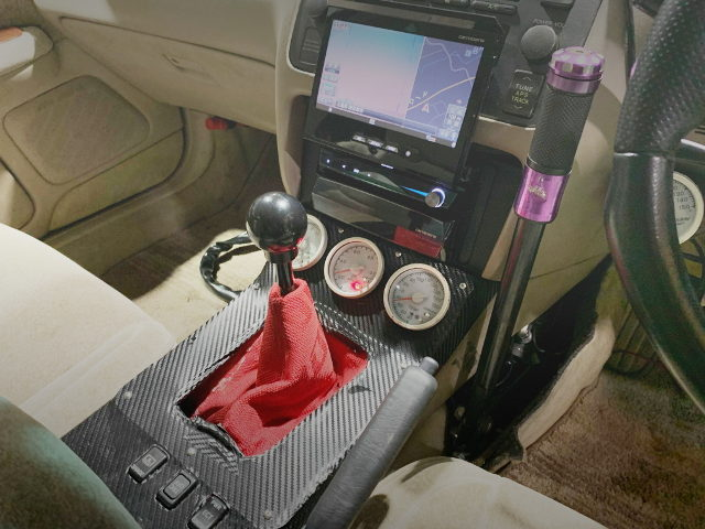 HAND BRAKE AND MANUAL SHIFT KNOB