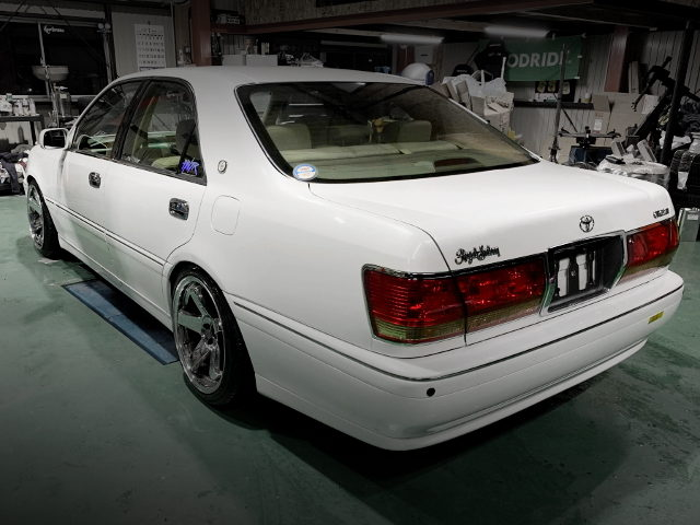 REAR EXTERIOR S170 CROWN WHITE