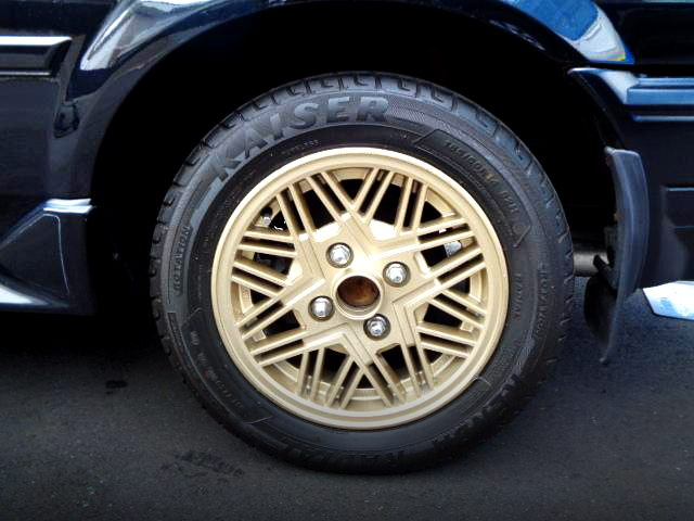 BLACK LIMITED GOLD WHEEL