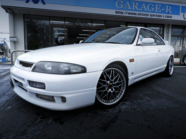FRONT EXTERIOR R33 NISSAN SKYLINE
