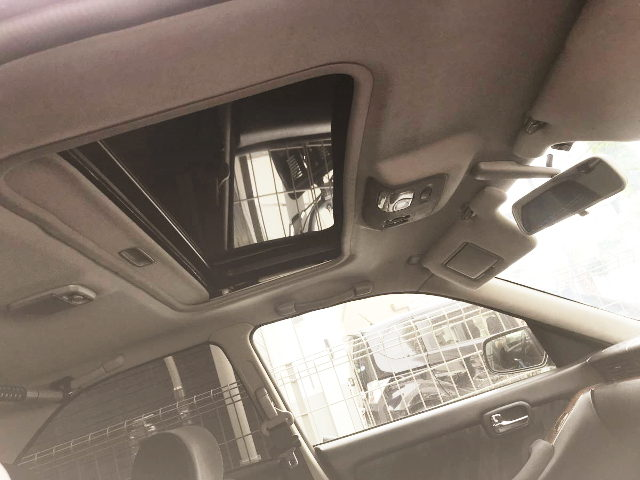 INTERIOR SUNROOF OF C35 LAUREL