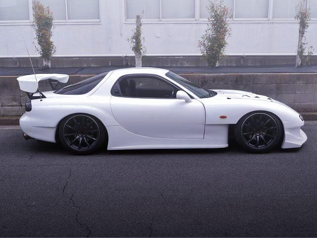 RIGHT SIDE EXTERIOR OF FD3S RX-7 WIDEBODY