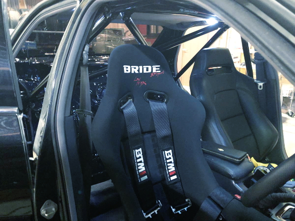 ROLL BAR AND BRIDE BUCKET SEAT