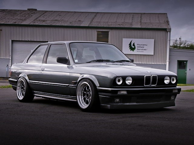 FRONT EXTERIOR E30 BMW 320i 3-SERIES