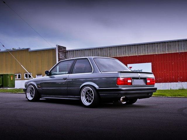 REAR EXTERIOR E30 BMW 320i 3-SERIES