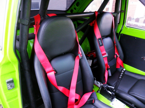 ROLL CAGE AND BUCKET SEATS