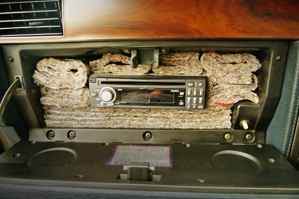 AUDIO DECK IN GLOVE BOX