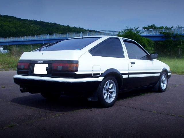 REAR EXTERIOR PANDA COLOR AE86 TRUENO GT APEX