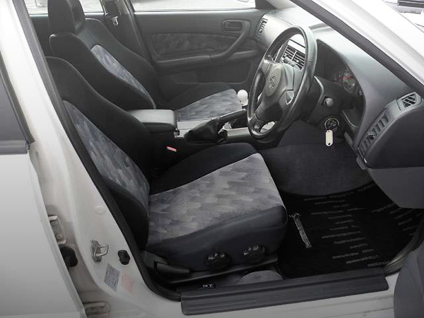 INTERIOR HR34 SKYLINE 4-DOOR