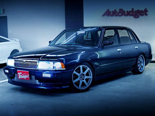 FRONT EXTERIOR K30 CREW OF DARK BLUE