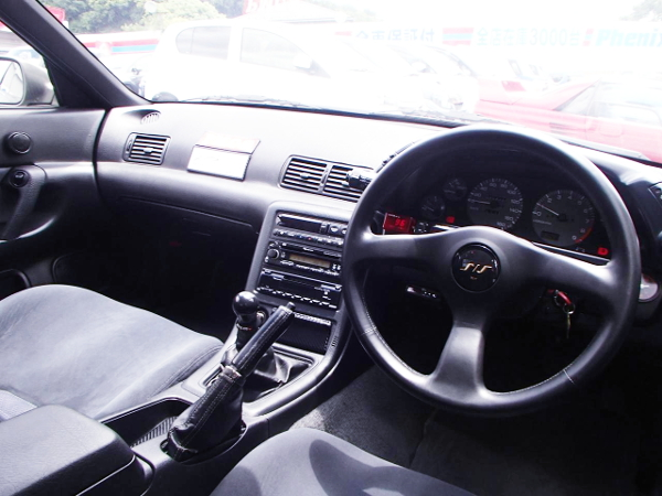 R32 SKYLINE AUTECH VERSION INTERIOR