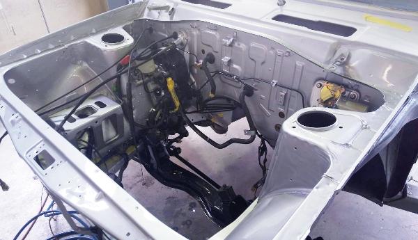 SUNNY TRUCK ENGINE ROOM PAINT
