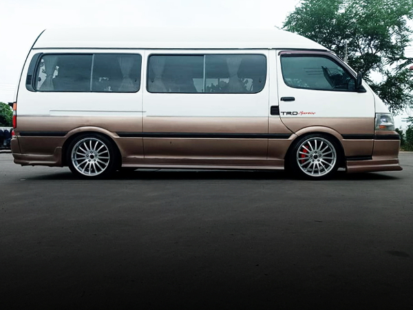 RIGHT-SIDE EXTERIOR FOR H100 HIACE TWO-TONE