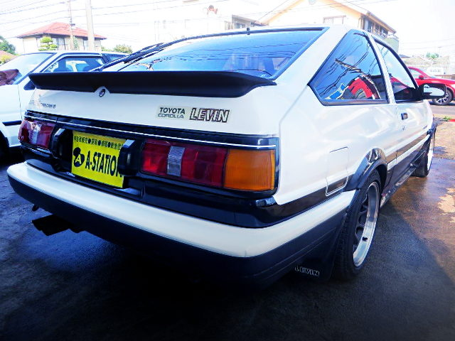 REAR EXTERIOR OF AE86 LEVIN GT-APEX HATCH