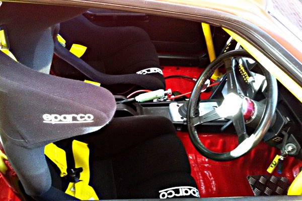 INTERIOR STEERING AND BUCKET SEATS