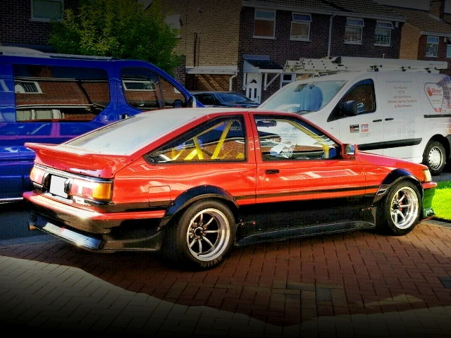 RIGHT SIDE EXTERIOR AE86 COROLLA LEVIN