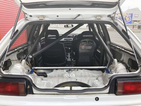 INTERIOR ROLL BAR AND TWO-SEATER
