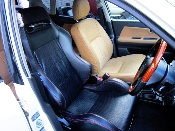 INSTALLED OF A DRIVER POSITION TO SEMI BUCKET SEAT