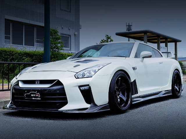 FRONT EXTERIOR R35 GT-R WHITE