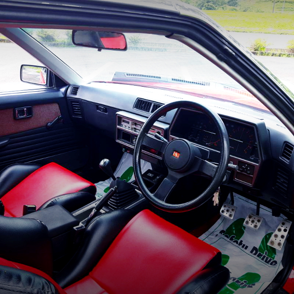 DR30 SKYLINE INTERIOR OF DASHBOARD