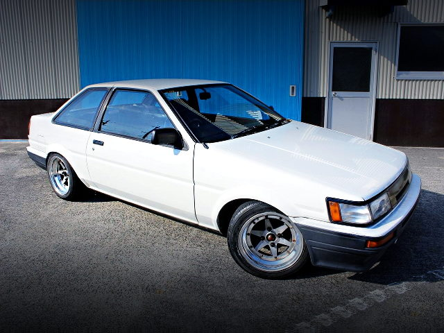 FRONT EXTERIOR AE86 COROLLA LEVIN OF WHITE COLOR