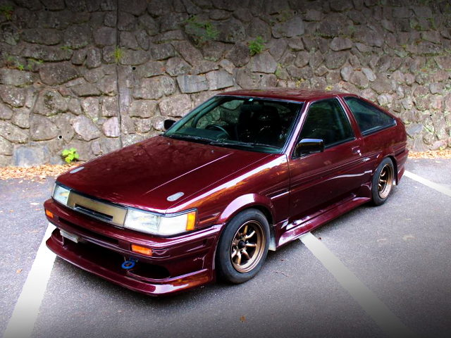 FRONT EXTERIOR AE86 COROLLA LEVIN HATCH OF BROWN GOLD COLOR