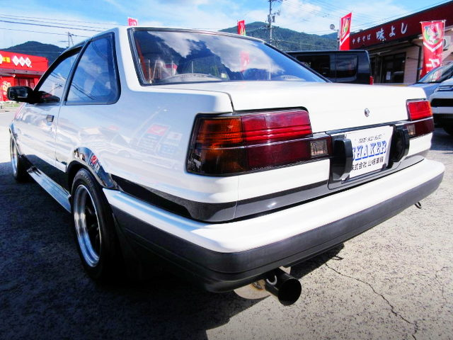 REAR EXTERIOR OF AE86 LEVIN GT-APEX PANDA TWO TONE