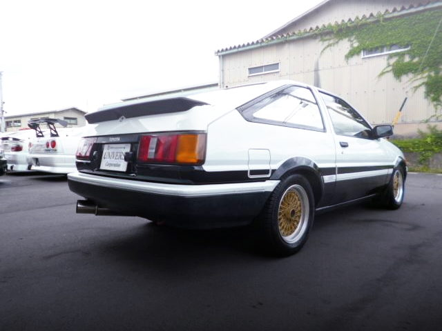 REAR EXTERIOR OF AE86 LEVIN HATCHBACK