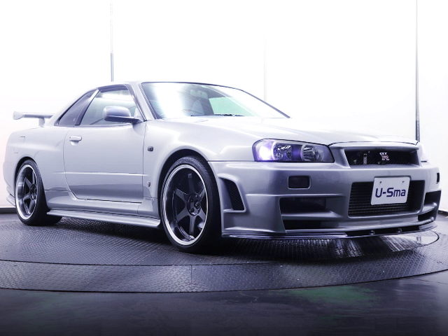 FRONT EXTERIOR R34 SKYLINE GT-R SILVER